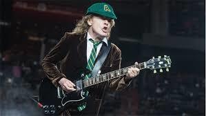"""Angus Young o, mejor dicho, ANGUS YOUNG,  """"el trueno de Glasgow"""""""