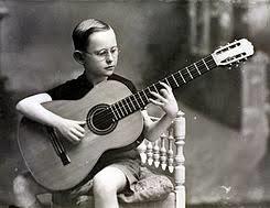 Narciso Yepes y su guitarra de diez cuerdas