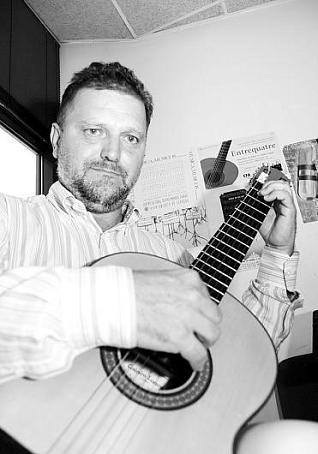 Manuel Paz, el esfuerzo y entusiasmo por volver a tocar la Guitarra